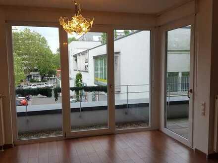 Barrierefrei 2 Zimmer mit Balkon und EBK für Menschen ab 60