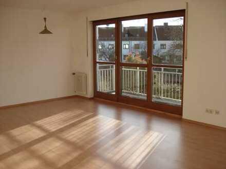 Traumhaft helle 1- Zimmer Wohnung + 39 qm Dachstudio und Süd-West-Balkon Richtung Garten
