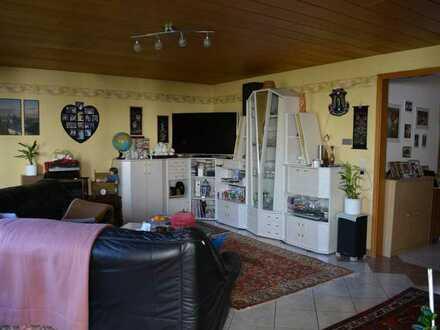 Platz für die ganze Familie oder zum Vermieten: Zweifamilienhaus mit Garage in ruhiger Wohnlage
