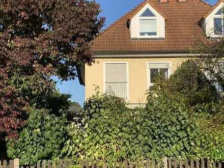 Schöne DHH mit fünf Zimmern in Bayreuth, City