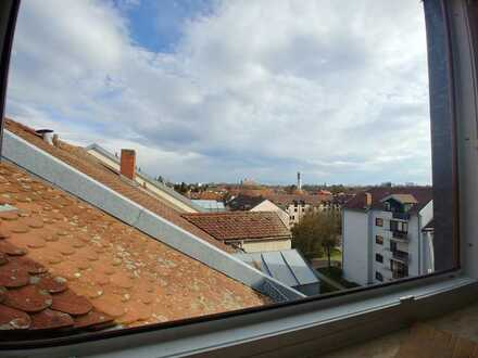 Perfekt für Singles & Paare: Gepflegte 1-Zimmer-DG-Wohnung mit Balkon mit EBK in Regensburg