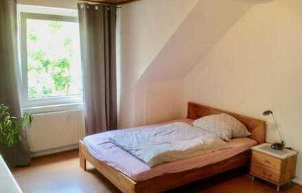 schöne, helle zentrumsnahe 2 Zimmer Wohnung mit Blick auf den Park