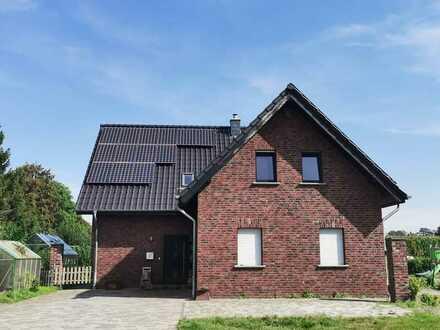 Schönes Einfamilienhaus mit sechs Zimmern und Einbauküche in Sonsbeck, Sonsbeck