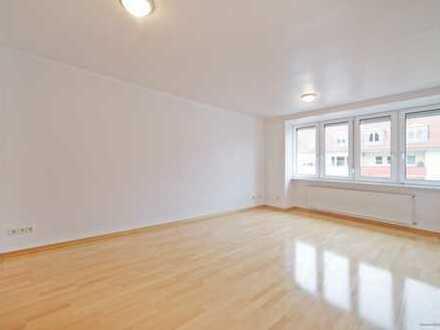 Im Herzen Schwabings ca. 96 m² Wohnfläche! 3-Zimmerwohnung mit einem großen Westbalkon