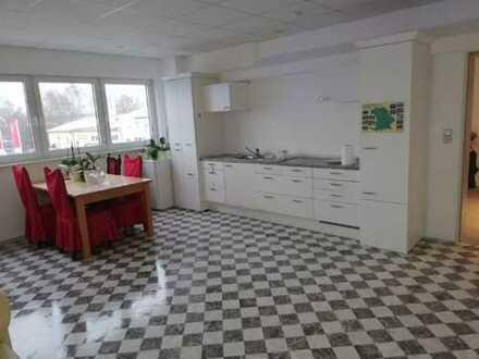 Vielseitig nutzbare Wohnung im Gewerbegebiet Dasing