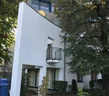 Nymphenburg, Arnulfstraße, Nähe Romanplatz: Helle, gemütliche 1 Zimmer Wohnung mit Terrasse (Balkon)