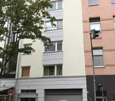 Geräumige 2 Zimmer Eigentumswohnung mit EBK und Stellplatz in Düsseldorf zu verkaufen