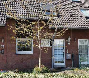 Renoviertes Einfamilien-Reihenhaus mit kleinem Garten und Stellplatz – ohne Makler!