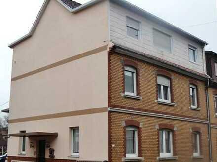 3-Familienhaus bei (reserviert, nicht mehr nachfragen) mit Garten, 2 Carports, 1 Garage.