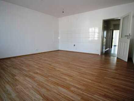 5 Zimmer Wohnung, Laminat, Fußbodenheizung, SW-Balkon, Bad mit Wa&Du, Gäste WC, 2x Garage!