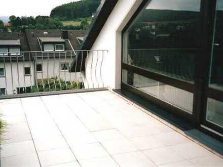 moderne Dachgeschoßwohnung mit Terrasse