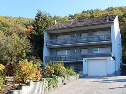 Wärmegedämmtes Zweifamilienhaus mit Garage