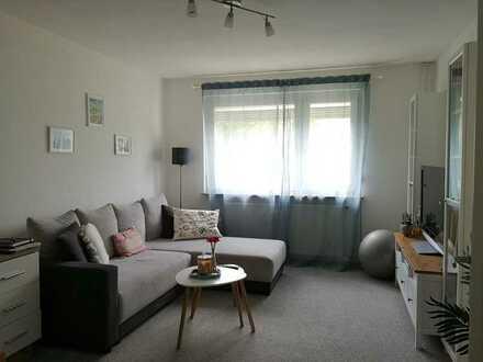Geschmackvolle, helle Wohnung mit zwei Zimmern sowie Balkon und EBK in Karlsruhe Nordweststadt