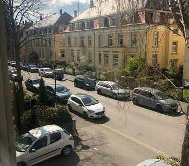 Schön eingerichtetes helles Zimmer in 2er WG zu vermieten in Heidelberg-Neuenheim (nur 3-6 monat)