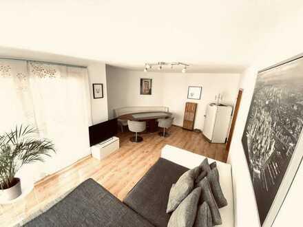 Lichtdurchflutete 3 Zimmer Wohnung mit Stellplatz & Balkon / Citylage
