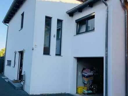 Freundliches Einfamilienhaus mit vier Zimmern und Einbauküche in Barbing, Barbing