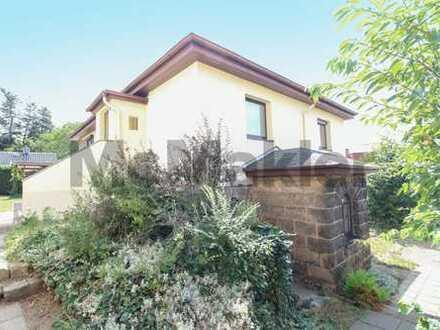 Familienheim am Dresdener Wald: Modernisiertes Einfamilienhaus mit 2 Etagen, Terrasse und Pool