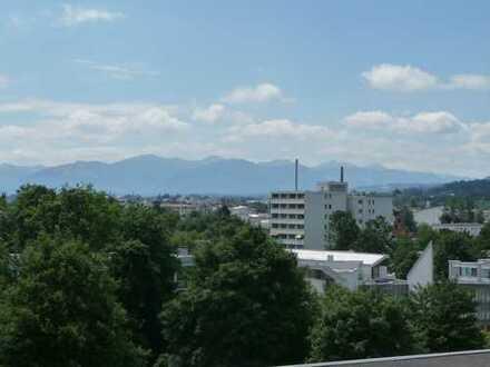 Ideal für Kapitalanleger! Tolle modernisierte, vermietete 2-Zimmer Wohnung mit 2 Balkone u Bergblick