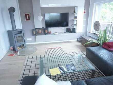 ARNOLD-IMMOBILIEN: Geräumige Wohnung mit eigenem Garten