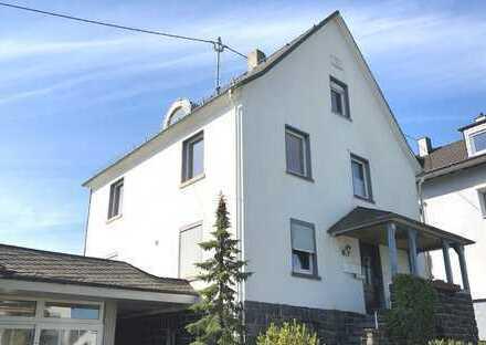 Ein-/Zweifamilienwohnhaus in zentraler Ortslage Nähe Burbach (Siegerland)