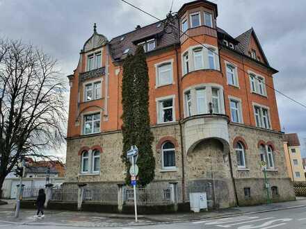 Stilvoll Wohnen! Charmante und großzügige Etagenwohnung in Gründerzeitvilla in Reutlinger Oststadt