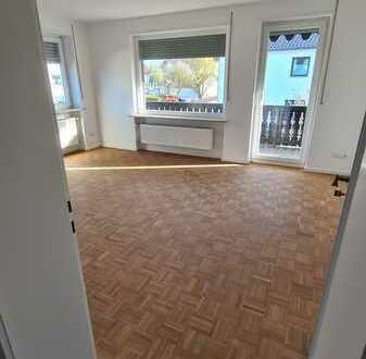 Erstbezug nach Sanierung: attraktive 3-Zimmer-Wohnung mit Einbauküche und Balkon in Adelsried