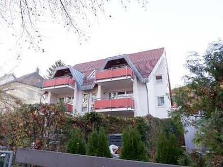 Top gepflegte 2,5 Zimmer Wohnung im 1.OG mit EBK, Balkon sowie TG-Plaz in Stgt-Stammheim, WM:ca.910€