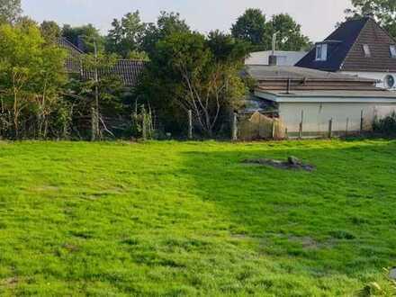 Großes Grundstück mit einem entkernten Siedlungshaus in ruhiger Lage
