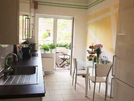 Modernisierte, helle 2,5-Zimmer Wohnung mit Balkon