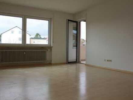 Schöne helle, modernisierte 4-Zimmer-Wohnung mit Balkon in Hemhofen