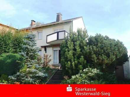NEUHÄUSEL! -Vielversprechende DHH in TOP-Wohnlage!!! - Mit Garage und großem Grundstück!