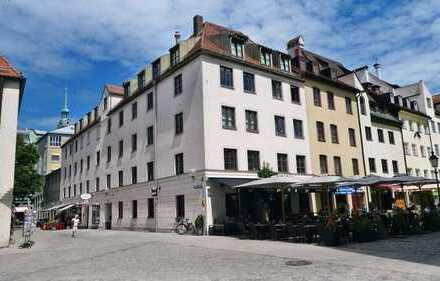 Im Herzen Münchens, Sebastiansplatz: Geschichtsträchtige Fünf Zimmer Wohnung