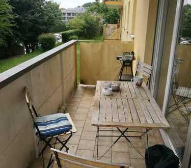 Neu renovierte Wohnung direkt an der Uni mit eigenem Balkon und 25m² Zimmer :)
