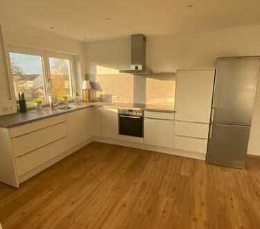 Sonnige - 3 Zi. - Wohnung mit Küche & großem Balkon *Fußnähe zum Bahnhof*