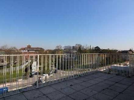 freies Penthouse, Riesenterrasse mit Blick auf BGH