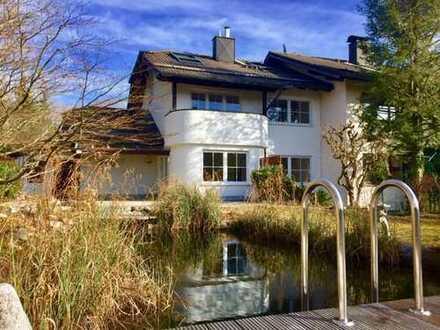Schöne ruhige Landhaushälfte am Waldrand mit Schwimmteich