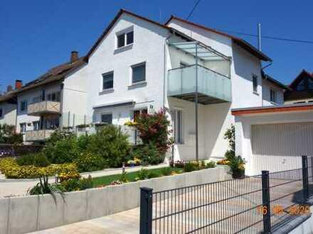 Von privat: WI-SO klimat. 2-Zi.-Whg. 2. OG, Wohnküche, Balkon, Tgl.-Bad, Stellplatz-inklusive