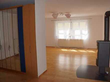 Schöne, geräumige eineinhalb Zimmer Wohnung im Grünen in Regensburg