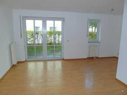 Schöne + ruhige 2-Zimmer-Wohnung mit Laminatboden, Terrasse & kleinem Gartenanteil
