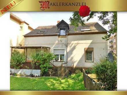 Vermietetes Haus (aktuell 2 Einheiten) mit Sanierungsbedarf, ohne Pläne in Archiven.