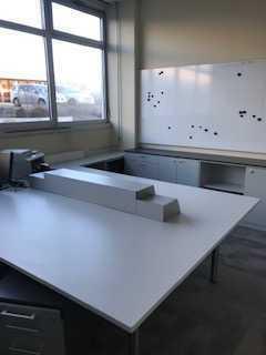 Vermiete 2x helle Büros Vollmobiliert. Lagerfläche möglich. Einzelvermietung möglich