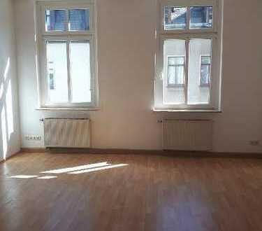 Großzügige 5 Zimmer-Wohnung mit Balkon in top Lage