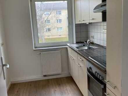 teilsanierte 3-Zimmer Wohnung mit Einbauküche