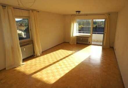 + tolle Wohnung mit Balkon und weitem Ausblick +