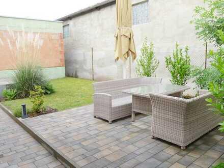 Neuwertiges Einfamilienhaus mit kleinem Garten und Stellplatz