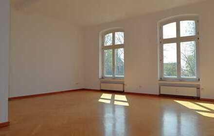 Historie trifft Moderne: 2-Zimmer-Wohnung mit Altbauflair im Dreiflügelhaus