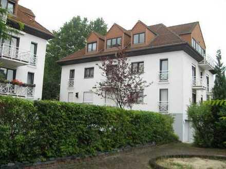 Einzigartige Dachgeschoss-Wohnung mit zwei Balkonen