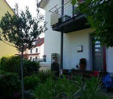 Doppelhaushälfte von privat in der Albsiedlung, perfekte, zentrale Lage, großer Garten