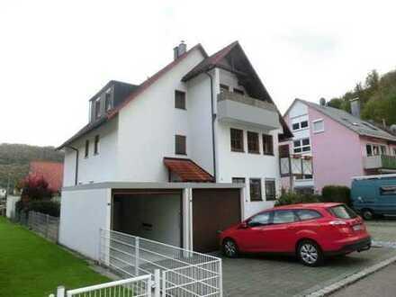 Schöne, ruhige drei Zimmer Wohnung in Lichtenstein-Unterhausen.