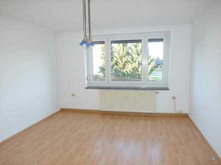 KÖNIGSFELD: Ruhige Lage * Freundliche, kleine 3-Zimmer-Wohnung * separate Küche * Badewanne